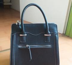 Srednje velika črna torbica