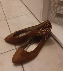 Novi čevlji z zlatim detajlom SAMO 5 EUR