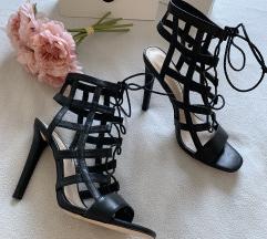 Črni sandali s paščki Zara