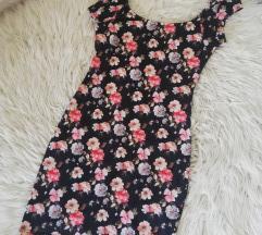 Rožasta oprijeta oblekica