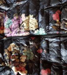 Zenske bunde in kapucarja