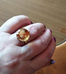 Zlat prstan z zlatim topazom