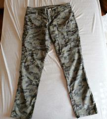 GAP khaki hlače (velikost eu40)