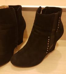 ženski čevlji- gležnarji 37