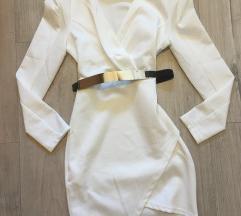 Bela oblekica s pasom