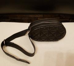 Obpasna crna torbica