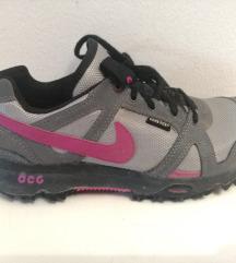 Pohodni čevlji Nike goratex