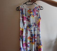 Bela oblekica z rožami