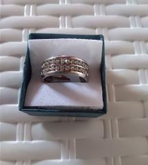 Nov jeklen prstan