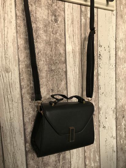 Mala črna torbica