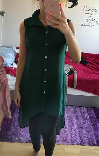 Zelena daljša srajčka na gumbe