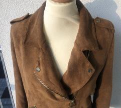 Kostanjevo rjava jakna z zlatimi dodatki