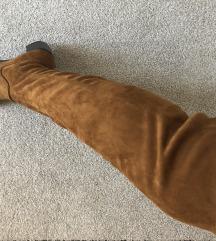 Skornji cez koleno
