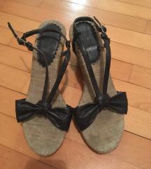 Čevlji s pentljo
