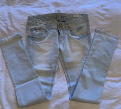 Svetle jeans hlače Terranova