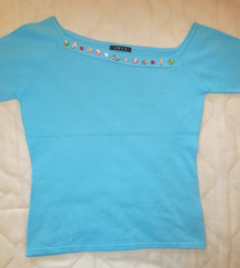 Majica z asimetričnim izrezom