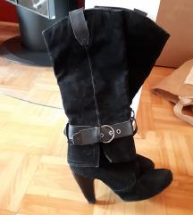 Črni visoki škornji na peto