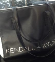 REZ.! KENDALL+KYLIE črno/bela torba ZNIŽANO!