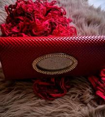 Rdeča torbica in kvackan šal