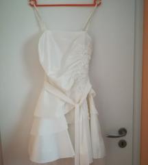 Bela svečana oblekica