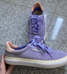 NOVE Adidas superge mpc. 65€
