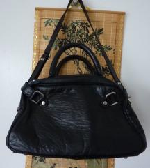 črna usnjena torba