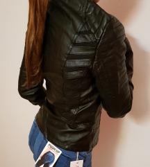 Črna usnjena jakna