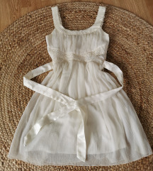 bela poletna oblekca