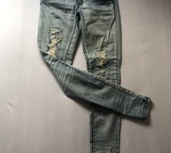Svetle jeans kavbojke