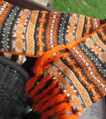 Oranžni šal