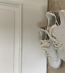 Beli čevlji