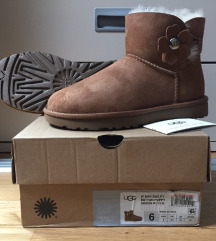 Ugg Mini Bailey Button NOVE