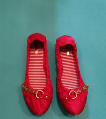 Rdeče satenaste balerinke