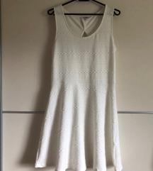 Lahka bela poletna obleka