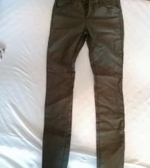 Olivne povoskane hlače