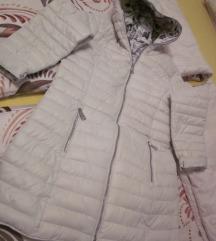 bunda nova  daljša bela z kapuco št.M