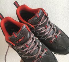NOVI pohodni čevlji