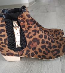 Leopard print gleznarji