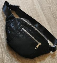 Črna torbica z detajli*