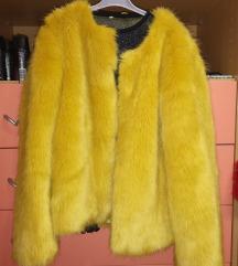 rumena krznena jakna