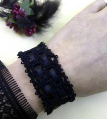 Črna zapestnica iz čipke s saten trakom