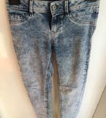 Jeans hlače - kupljene za 40