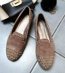 ZNIŽ.Nove studded loafers