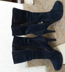 Škornji s peto in platformo