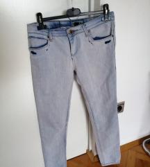 Svetle jeans Bershka