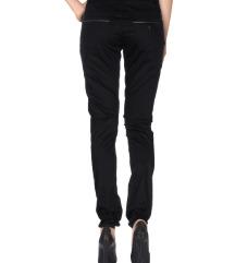 Nove original Guess hlače S, mpc 97€