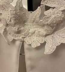 Zara srajca z vezenim ovratnikom in perlicami
