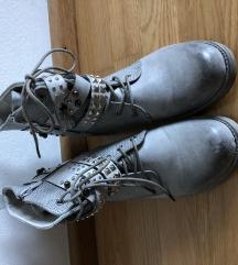 Novi sivi škornji št. 40