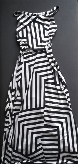 Dolga črno bela obleka