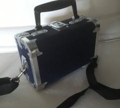 modra torbica kovček
